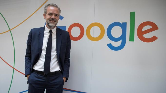 Google France's General Director Sebastien Missoffe poses on the sideline of the inauguration day of  Google France's Research and Development center, at the group's headquarters in Paris on September 18, 2018. / AFP PHOTO / Thomas SAMSON